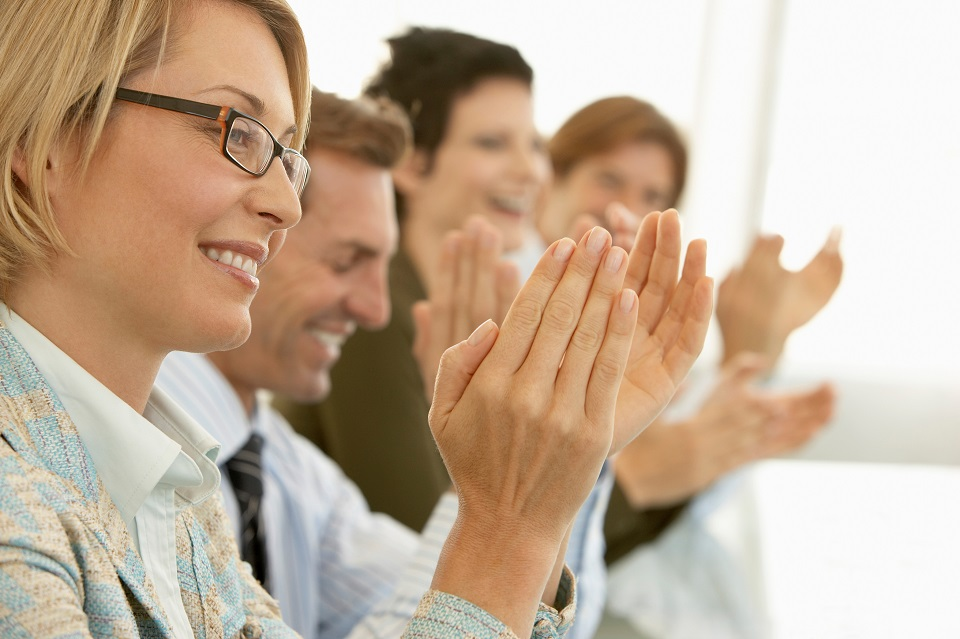 7 Signs That Your Company's Employee Recognition Program Sucks (And How to Fix It)